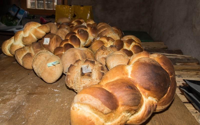 Brot backen im Ofenhaus