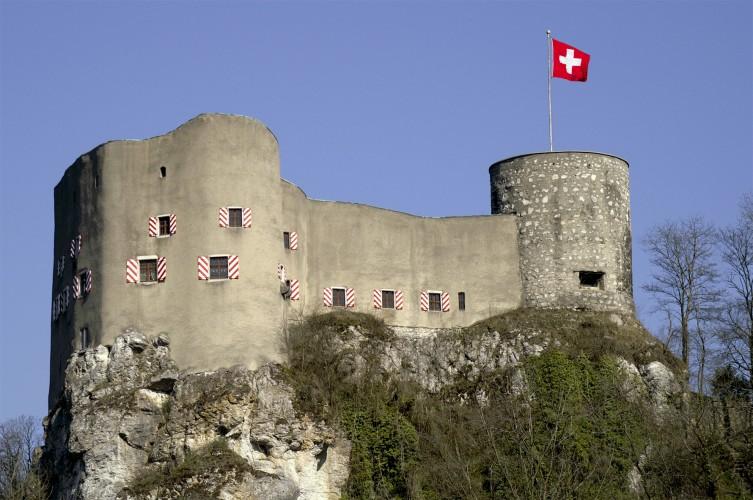 Burgen, Ruinen und Festungen