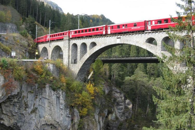 Brücke und Viadukt in Solis