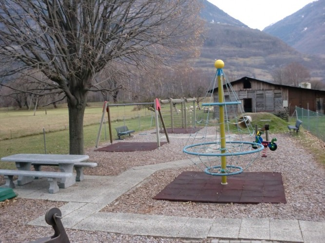 Aire de jeux à Niedergampel