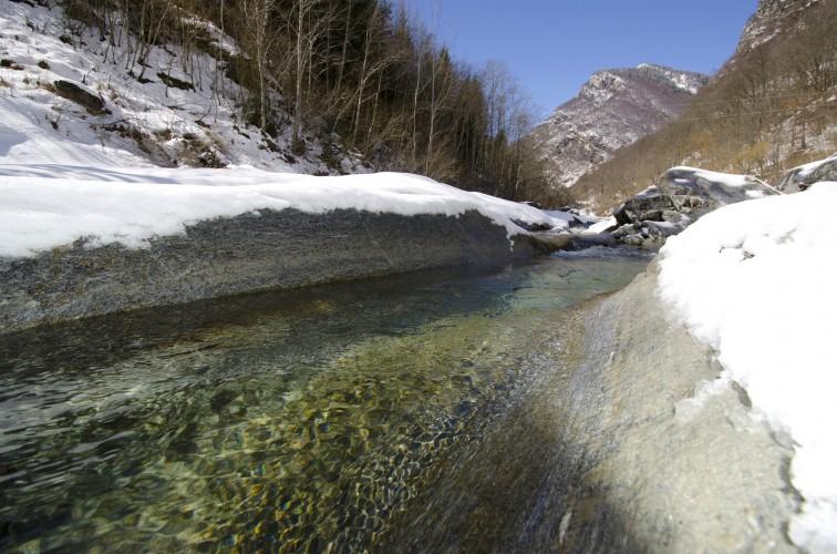 Pont en arc sur la rivière