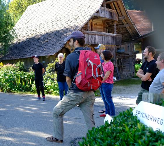 Staunen auf dem Spycherweg - © Naturpark Gantrisch