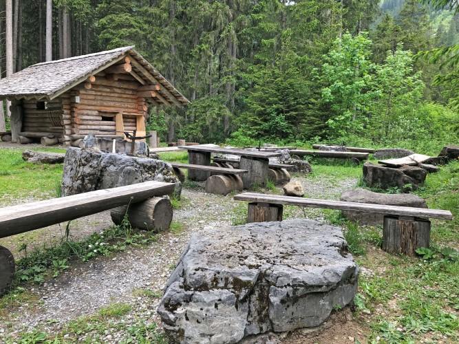 Feuerstelle Mutzenstube am Erlebnisweg Grimmimutz