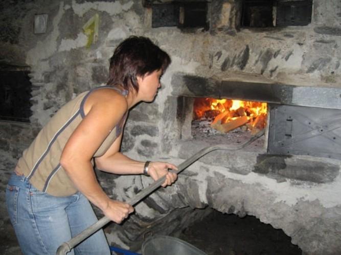 Kindernachmittag Brot backen wie vor 600 Jahren in Valendas