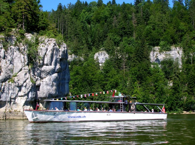 Cruise on the Doubs river