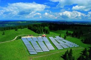 Centrale solaire et éoliennes - © Parc régional Chasseral