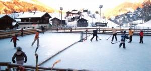 Plausch-Hockeyturnier auf der Natureisbahn - © Landschaftspark Binntal