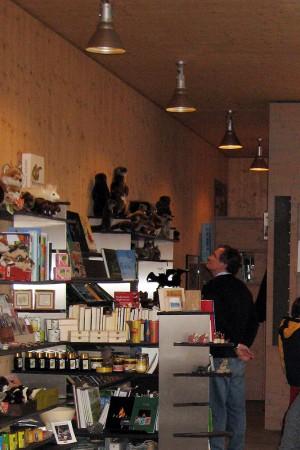 Shop im Besucherzentrum - © Wildnispark Zürich