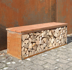 Sitzbank und Holzgestell