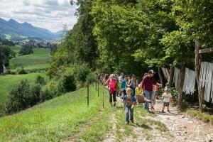 Holzweg-Kids mit Simu und Pumpelpitz