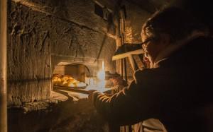 Brot backen im Ofenhaus - © WYMANNPhotography